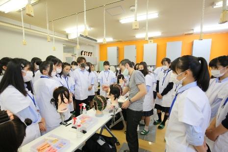 普通科 美容コースの授業風景1